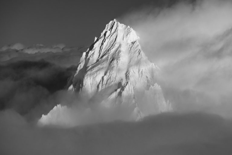 photo montagne noir et blanc chamonix - Aiguille du Chardonnet black and white in clouds and fog