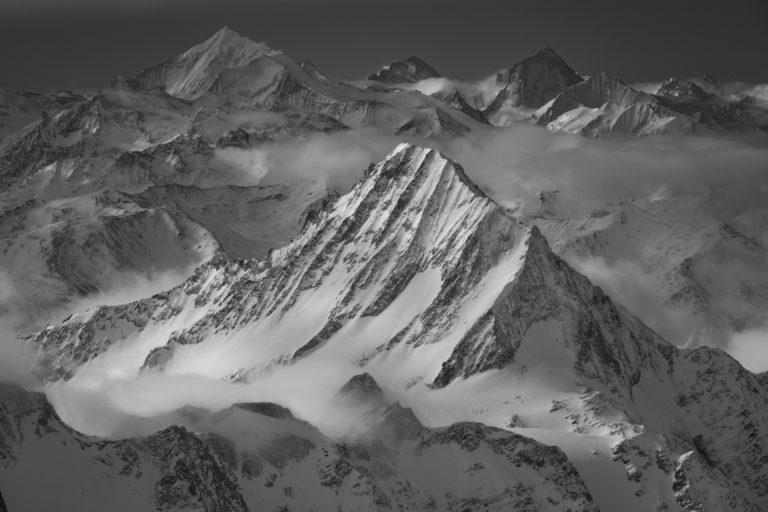 photo paysage de montagne noir et blanc - Bietschhorn - Weisshorn - Dent d'Hérens - Dent Blanche - Grand Cornier