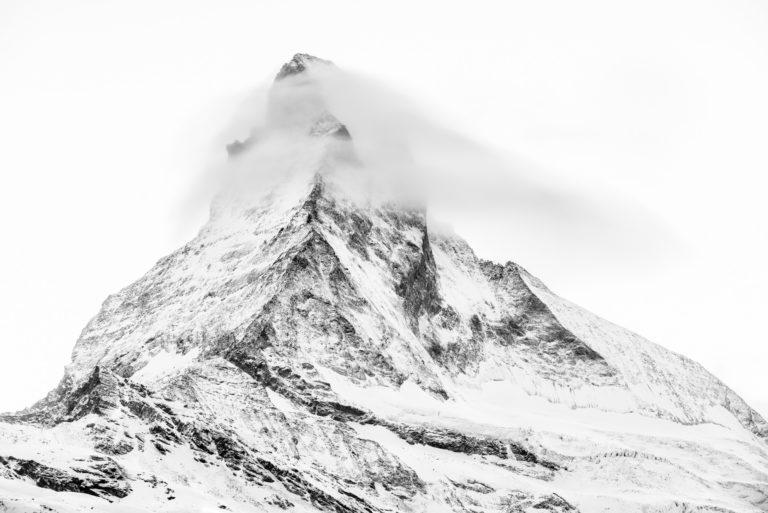 Zermatt - Photo noir et blanc du sommet de montagne dans les Alpes Valaisannes après une tempête de neige
