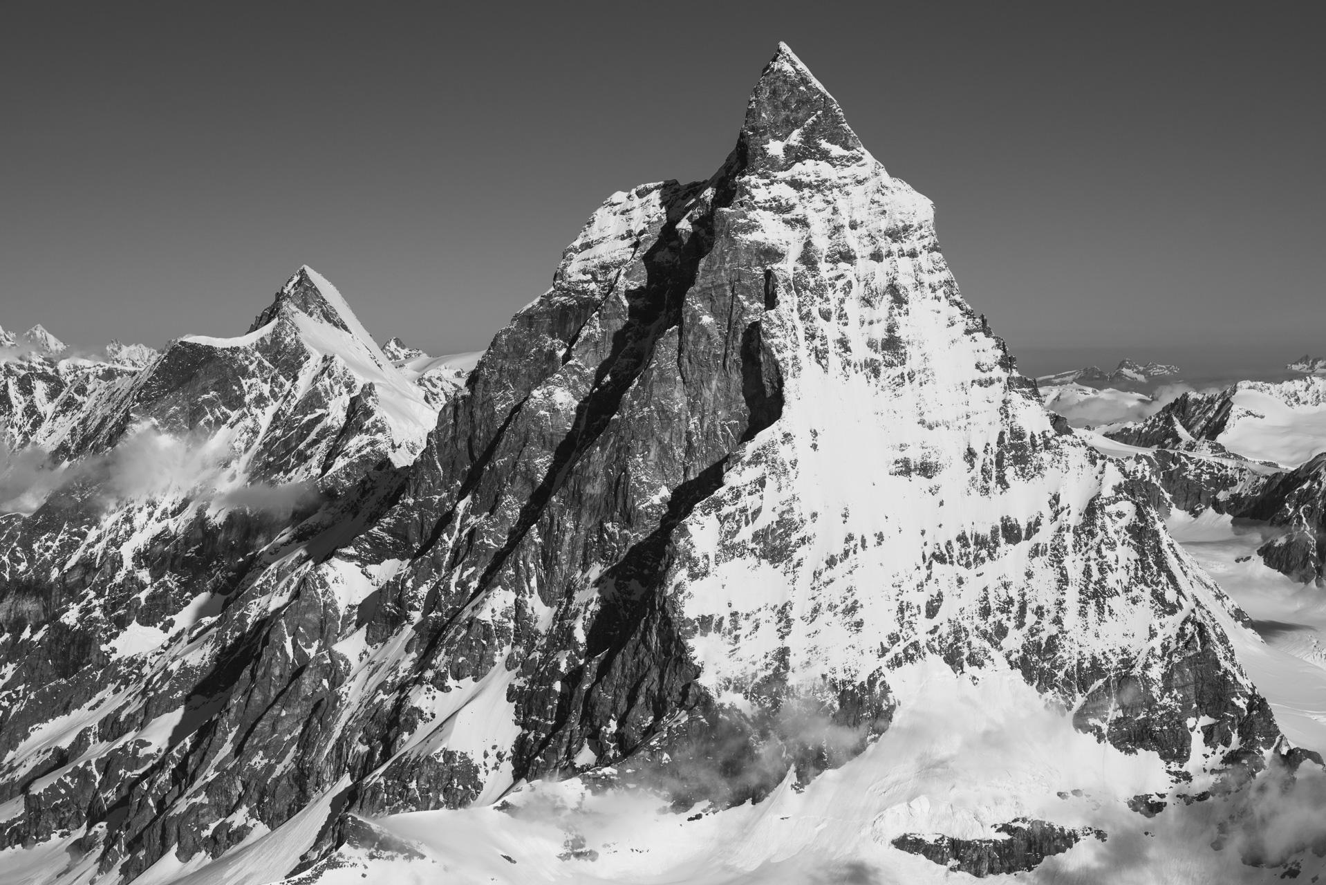 Image montagne neige du Mont Cervin Zermatt en noir et blanc - Arrête du Hornli