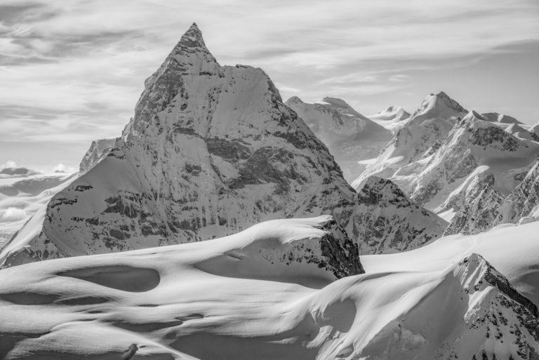 Cervin Zermatt - Le MontCervin - Photo noir et blanc d'un paysage de montagne en neige sur un glacier des alpes