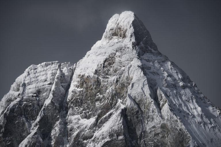Photo du sommet d'une montagne en neige - Mont cervin dans les Alpes Valaisannes en suisse