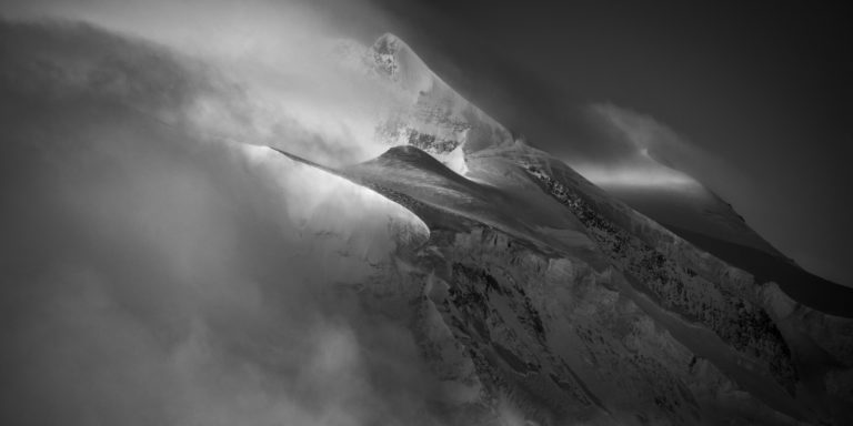Grand combin - massif des combins dans les Alpes - photo à encadrer en noir et blanc