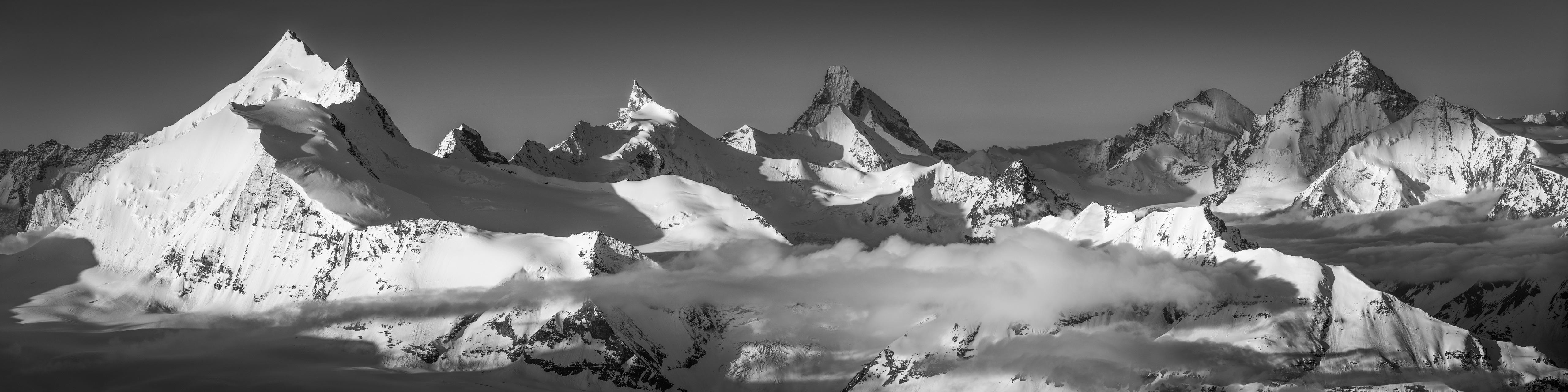 Couronne impériale de Zinal- Paysage panoramique des sommets de montagne des Alpes à encadrer