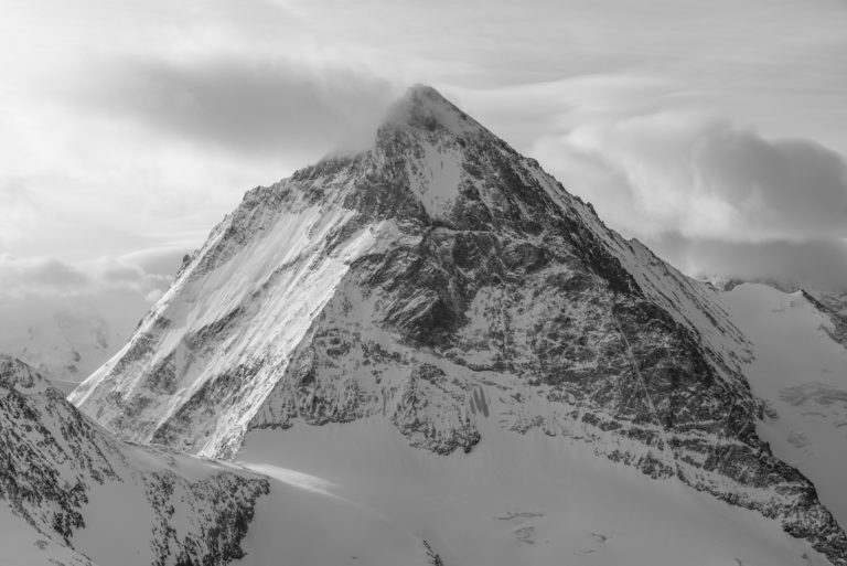 Cadre photo d'un paysage de montagne noir et blanc - Dent Blanche