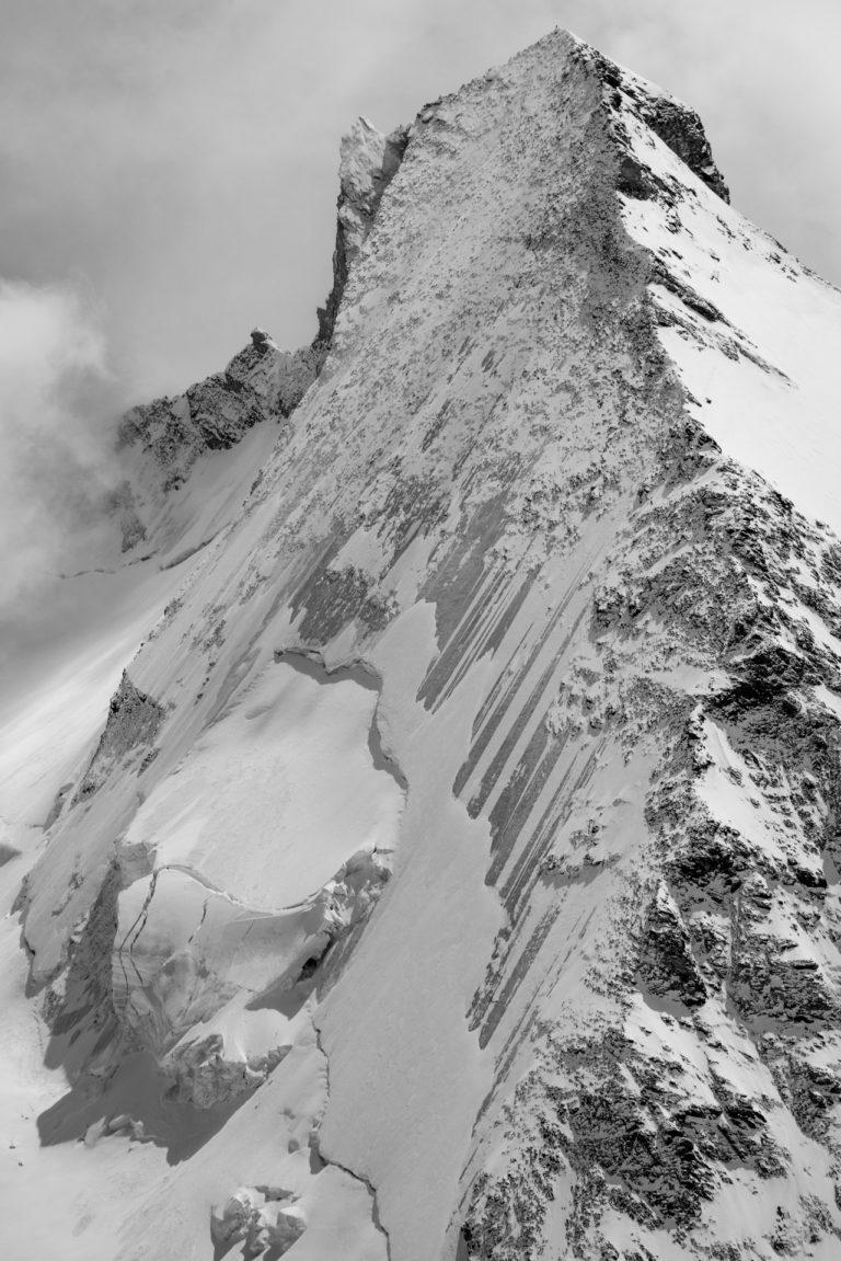 Chamonix-Zermatt - Image de paysage de montagne et blanc de la Dent d'Hérens depuis la tête blanche dans les Alpes en Suisse