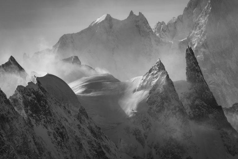 La dent du Géant - photos massif du mont blanc - Peuterey et Aiguille blanche de Peuterey