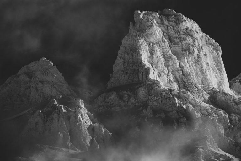 Dents de Morcles - images de neige en montagne en hiver après une tempête dans les Alpes Valaisannes