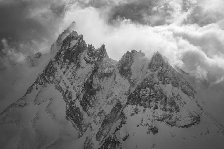 Dents du Midi - Photo noir et blanc aérienne des sommets des Alpes lors d'un survol en hélicoptère
