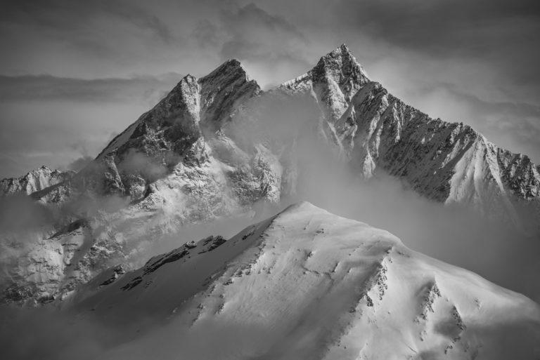 Image de brouillard en montagne enneigée à Zermatt Saas Fee dans les Alpes Valaisannes - Dom - Taschhorn