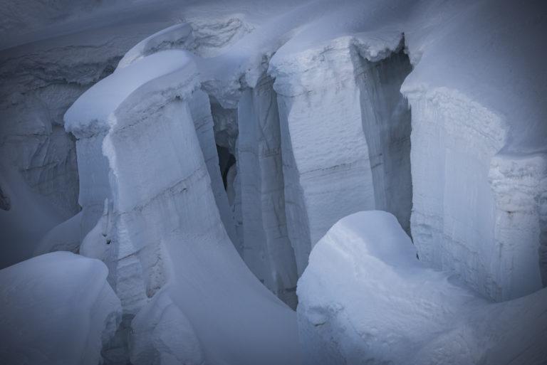 Glacier des Alpes Mont Blanc - Crevasses sur la voie normale du Glacier du Giétro (Cheilon) dans les alpes valaisannes de Crans MOntana en Suisse