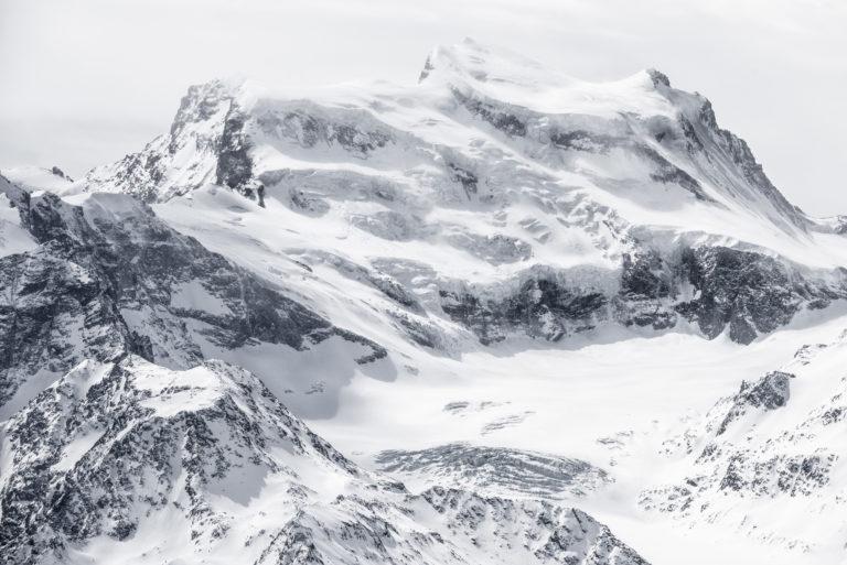 Grand Combin noir et blanc - Crans Montana Suisse- Vallée de zermatt Engadine, sommet de montagne dans les Alpes Valaisannes