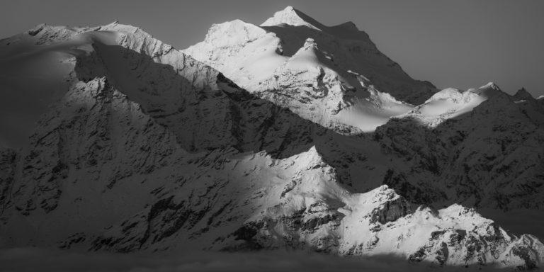 Grand Combin - Sommet des alpes en noir et blanc