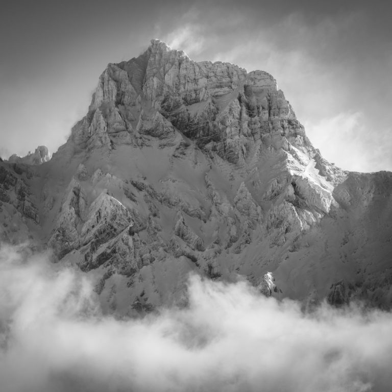 Grand Muveran - Image de montagne noir et blanc après une tempête de neige en hiver - Villars-sur-Ollon