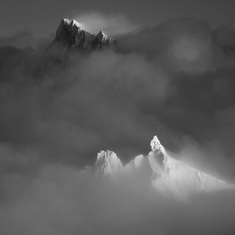 photo de montagne artistique noir et blanc