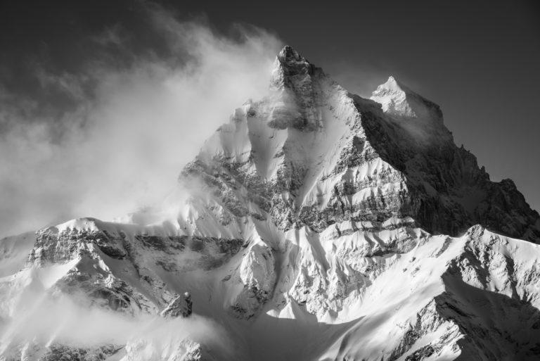 photo montagne suisse - photos des montagnes des Dents du Midi dans la brume et les nuages en noir et blanc