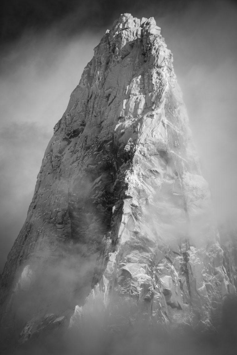 Massifs du Mont blanc - Photo noir et blanc de massif montagneux et du sommet les Drus