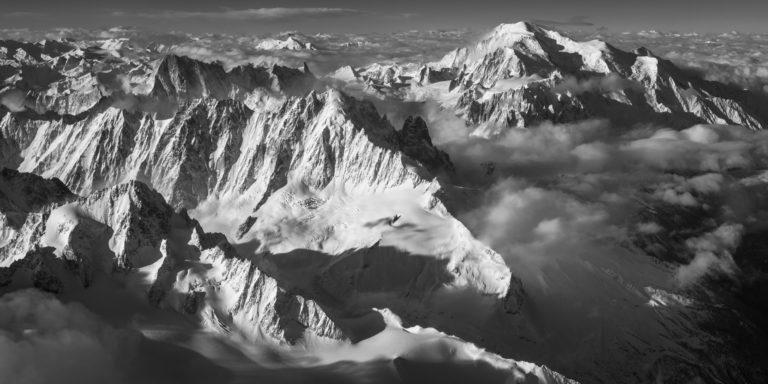 panorama massif mont-blanc noir et blanc artistique paysage