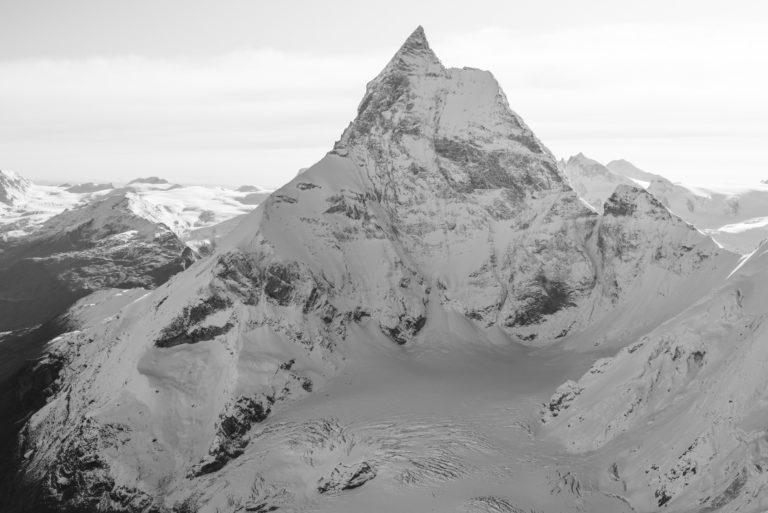 Matterhorn photos noir et blanc - encadrement photo professionnel des Alpes suisses et de l'arrête du Lion depuis la tête du Lion