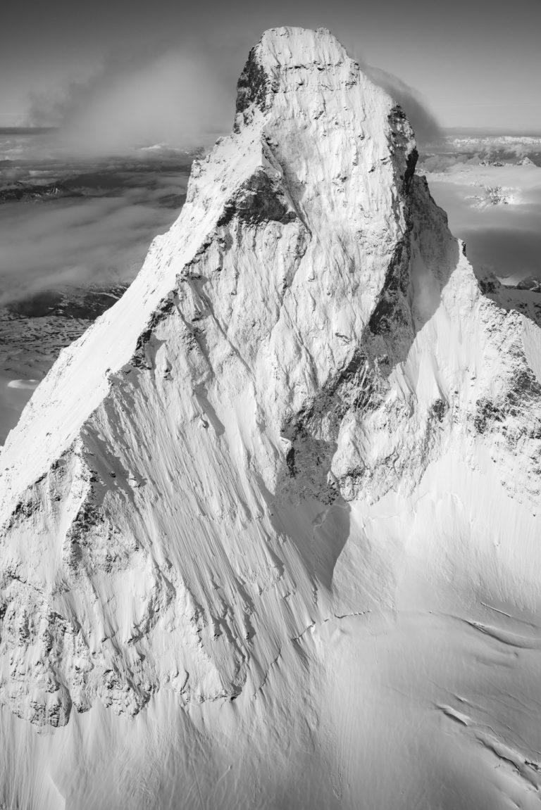 Image de paysage de la Face Nord du Mont cervin Matterhorn en noir et blanc