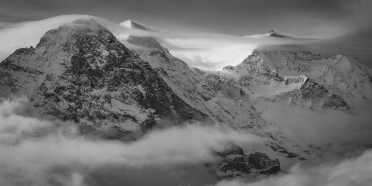 Vue panoramique montagne Monch Eiger Jungfrau