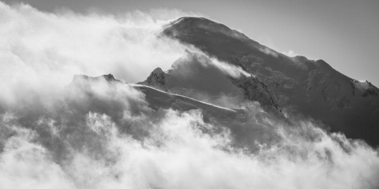 Panoramic mont blanc - vol panoramique mont blanc dans une mer de nuage et de brume - Tacul et le Maudit