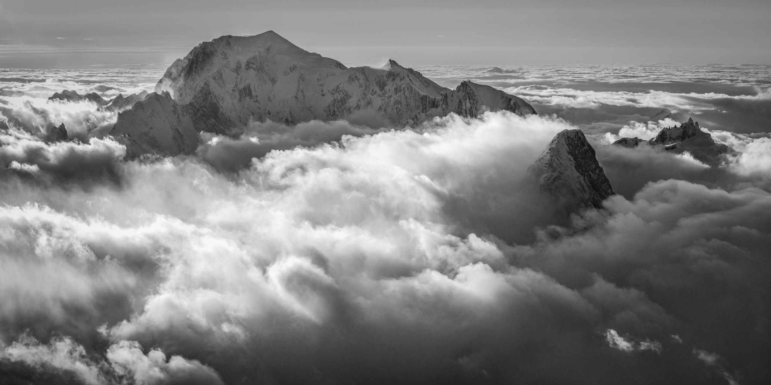 panorama mont-blanc aiguille du midi dans une mer de nuage - Photo zen Grandes Jorasses et l'Aiguille du Midi