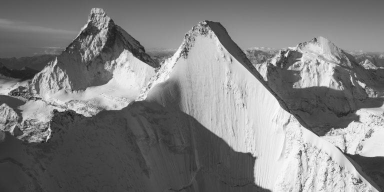Obergabelhorn face nord - photo noir et blanc paysage de montagne