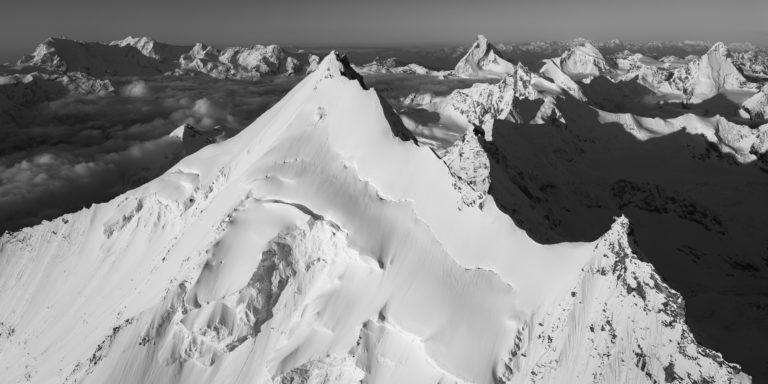 tirage photo et encadrement d'un panorama de montagne en noir et blanc Zermatt. Face Nord du Weisshorn, Grand Gendarme