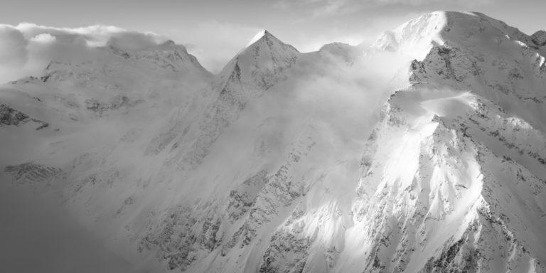 photo montagne panoramique des Combins- Panorama montagne suisse en noir et blanc