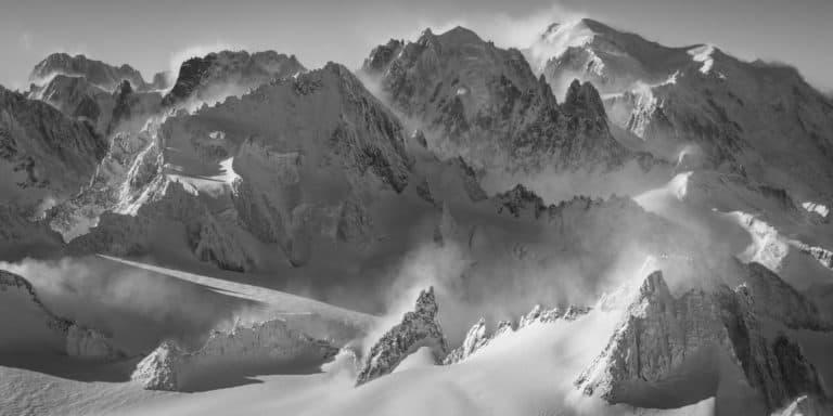 photo panorama massif mont blanc noir et blanc