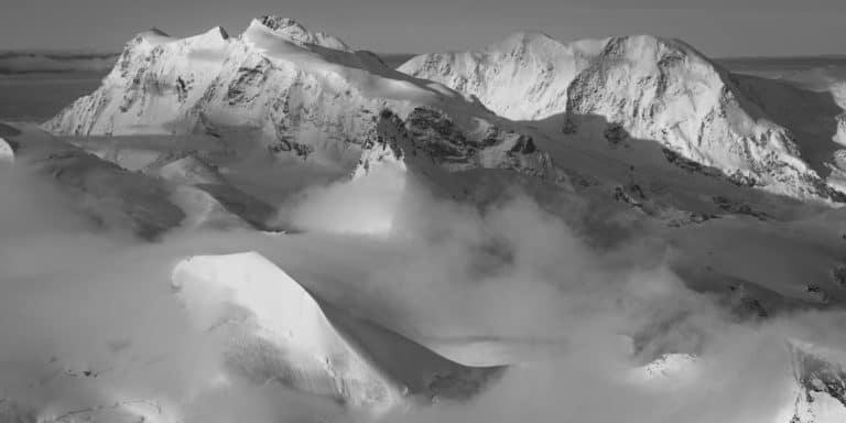 Zermatt Saas Fee Monte Rosa - Tableau photo d'un panorama de montagne noir et blanc -