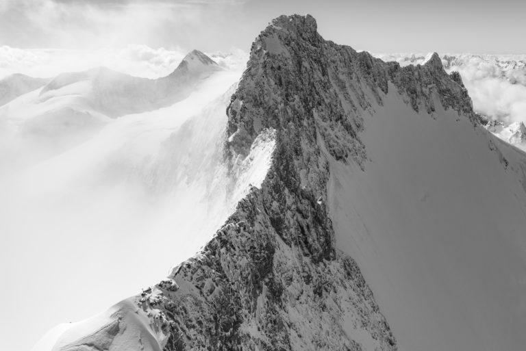 Saint Moritz Suisse photo : photo hélicoptère de Piz Bernina dans l'Engadine - Alpes noir et blanc