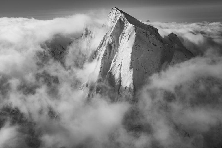 Suisse Engadine - Piz Cengalo photo - Image noir et blanc Alpes suisses vue du ciel