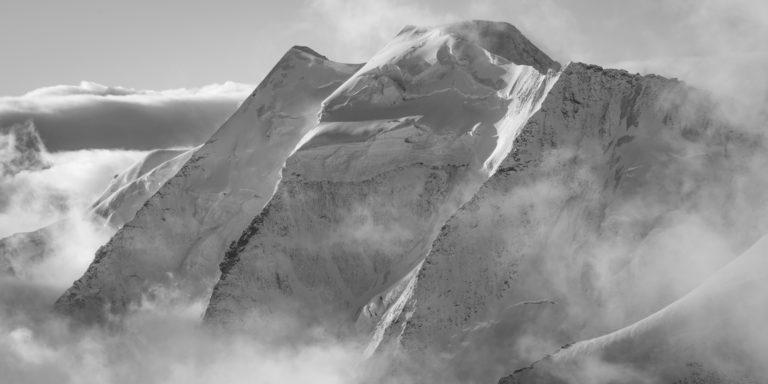 Piz Palu - sommet des alpes suisses en noir et blanc