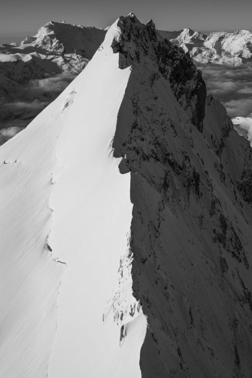 Photo noir et blanc de l'arete nord weisshorn
